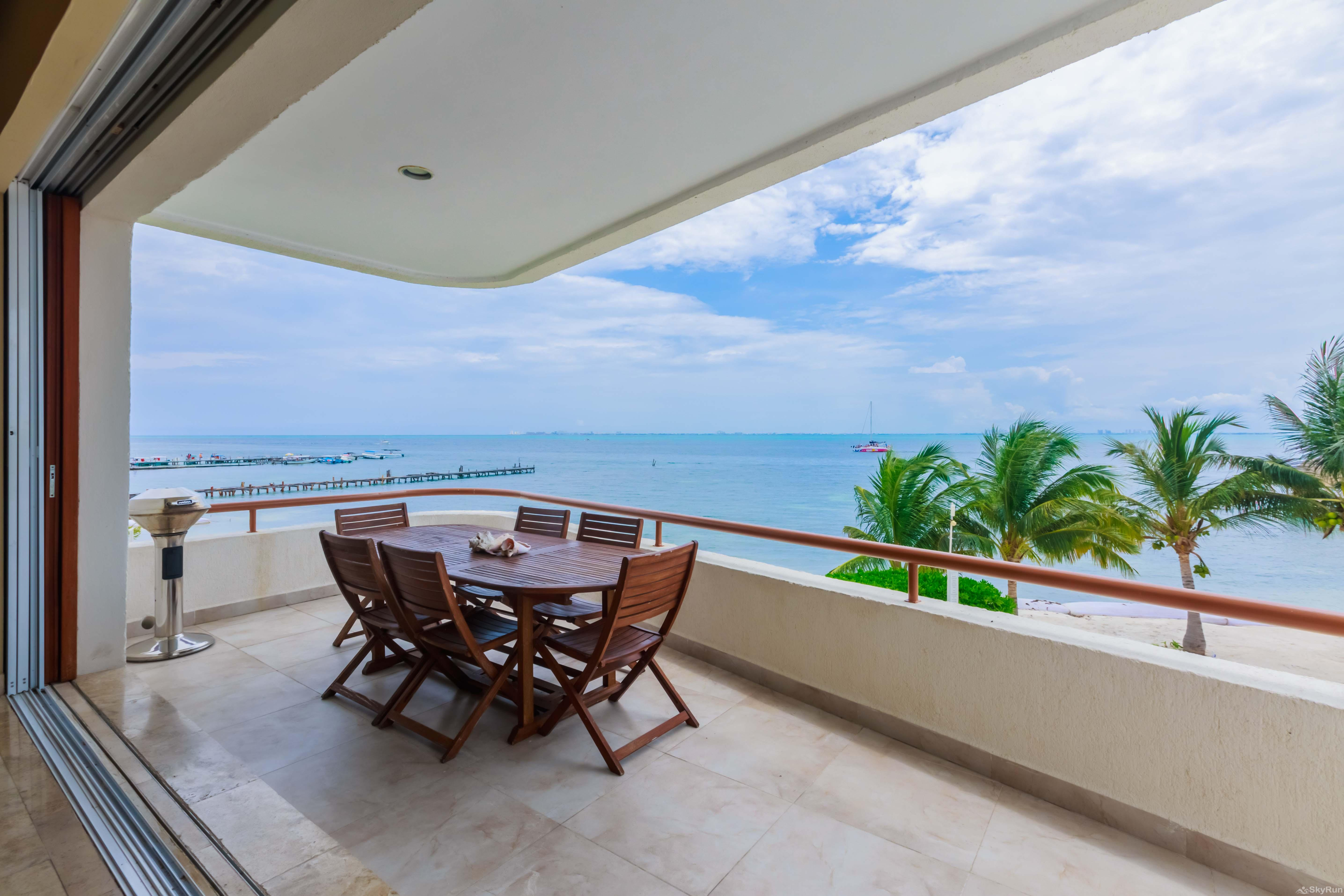 Coral Three Bedroom Oceanfront Residence great Balcony Isla Mujeres Views